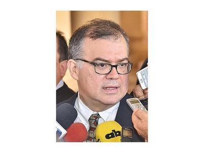 Ejecutivo auditará el uso de  bonos soberanos  en el MAG