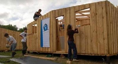 HOY /  Campaña para conseguir G.  2.700  millones para construir  100 viviendas de emergencia