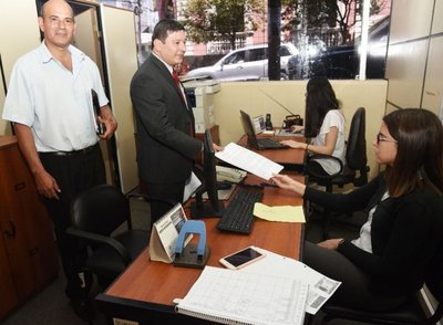 Denuncian a Miguel Cuevas por enriquecimiento ilícito