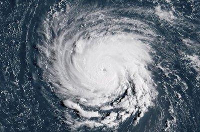 Ordenan evacuar más de un millón de personas por el huracán Florence en EE.UU.