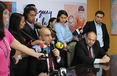 Ministro de Salud denuncia compra irregular de medicamentos