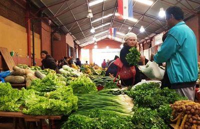 Feriantes están en contra de comerciantes que venden productos de contrabando