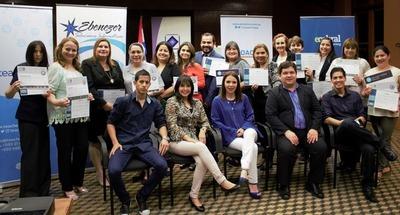 Profesores paraguayos se capacitan en herramientas tecnológicas y son los primeros en la región en obtener certificación internacional
