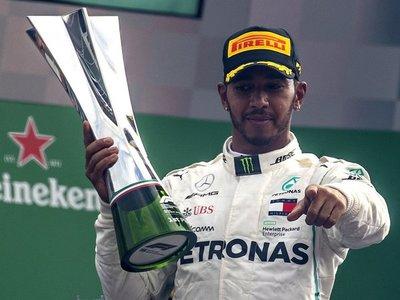 Hamilton refuerza su liderato al ganar en Monza