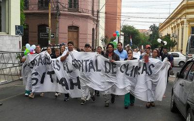 Trabajadores de Clínicas vuelven a manifestarse por la desprecarización laboral