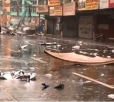 Tifón 'Mangkhut' azota Filipinas con gran fuerza