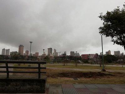 Lluvias y tormentas con vientos fuertes marcarán este domingo