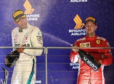 Hamilton gana en Singapur