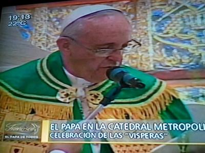 Papa condena el chantaje