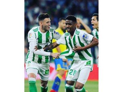 El Betis, con Tonny, derrota sobre el final a Las Palmas