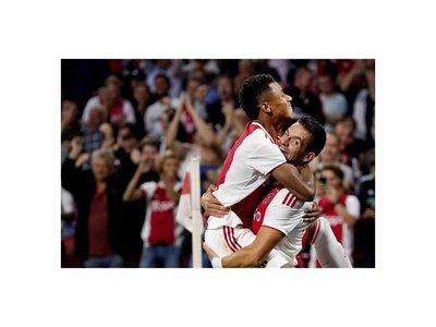 Ajax da un paso de gigante para volver a la Champions