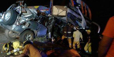 Imágenes muestran violencia del choque en Coronel Oviedo