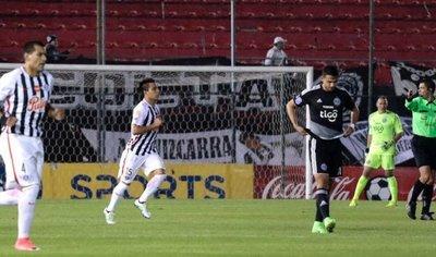 """Con un gol del roseño Ángel """"Pika"""" Lucena Libertad dejó sin invicto a Olimpia"""