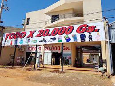 """""""Todo X 20 Mil Gs"""": una competencia desleal gracias al contrabando de ropas"""