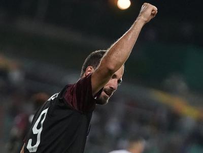 Gonzalo Higuaín le dio el triunfo al Milan en la Europa League