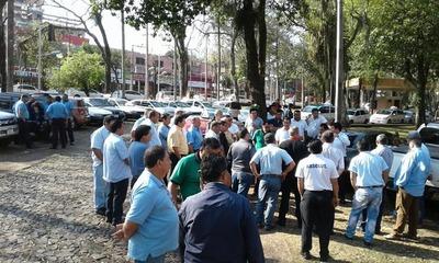 Más de 120 cesiones de derecho para taxistas están pendientes, afirman