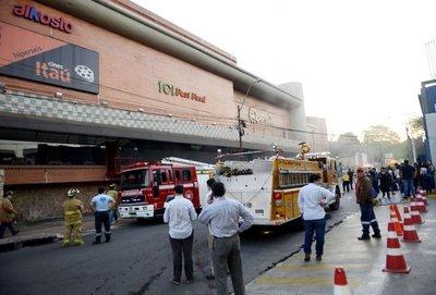 Intensa humareda en supermercado causó susto a empleados y clientes