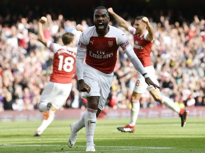 Lacazette da al Arsenal el triunfo ante Cardiff