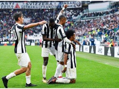Juventus no falla, tropieza el Napoli y la Roma aplasta