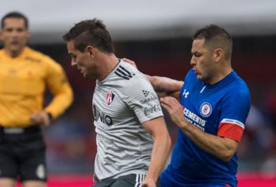 HOY / El Cruz Azul de Aguilar se mantiene líder en México tras 10 fechas