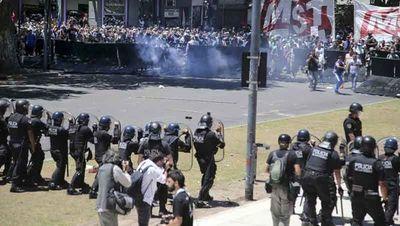 Incidentes en Buenos Aires antes de voto de reforma de pensiones