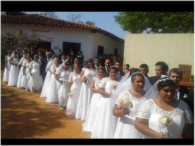 En una boda colectiva dieron  el sí  55 parejas de San Pedro