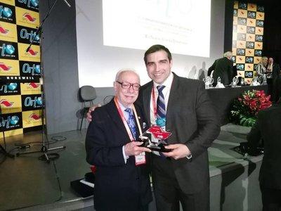 Paraguayo fue premiado en Brasil por su aporte a la ortodoncia