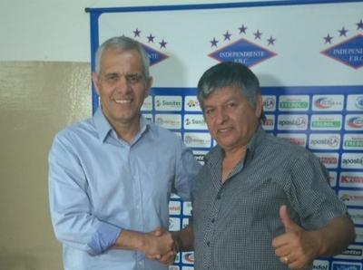 La presentación de Víctor Genes como nuevo técnico de Independiente CG.