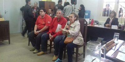 Personas que están en contra de la mudanza de la terminal de ómnibus estuvieron en la sesión
