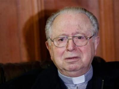 El papa expulsa del sacerdocio al cura chileno Karadima, acusado de abusos