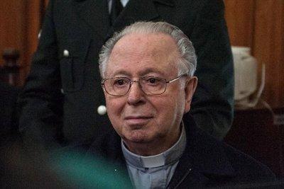 Papa expulsa del sacerdocio al cura chileno Karadima, acusado de abusos