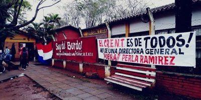 Estudiantes piden la renuncia de la directora del Centro Regional de Educación Natalicio Talavera