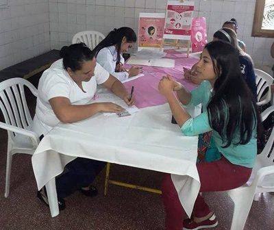 Atienden a 33 mujeres en inicio de campaña de prevención de cáncer mama