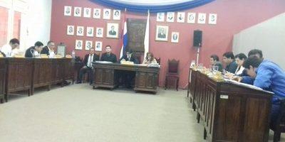 Concejal Torres aclara que no pretenden que la municipalidad les pague abogados