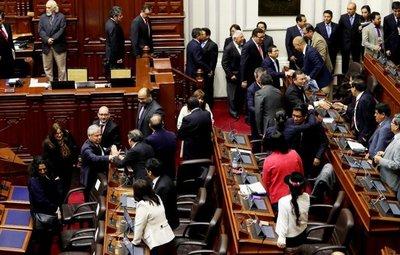 Perú aprueba reformas políticas y judiciales