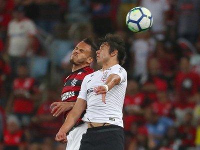 Internacional pierde y Flamengo gana al Corinthians