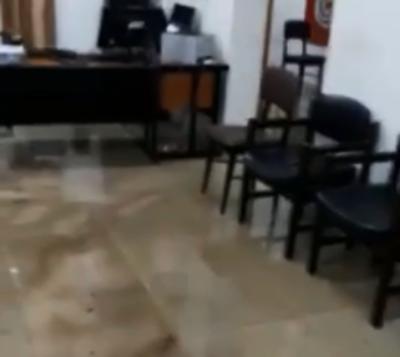 Raudal inundó comisaría