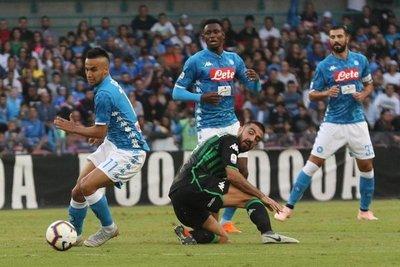 Nápoles mantiene distancias con Juventus