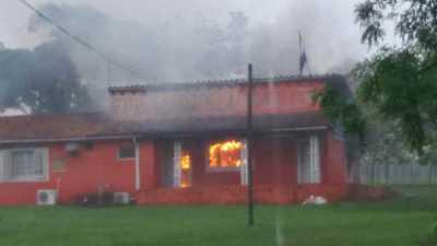Rayo causa incendio en radio de Cordillera – Prensa 5