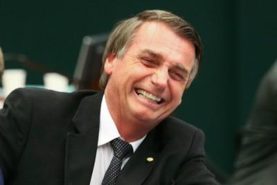 Bolsonaro arrasa y se enfrentará a Hadad en la segunda vuelta en Brasil