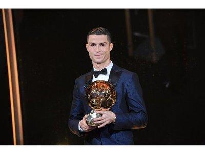 CR7 recibió su quinto Balón de Oro y dio alcance a Leo