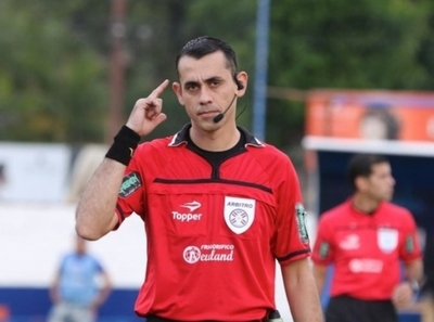 Jorge González critica el desempeño del árbitro Juan Gabriel Benítez
