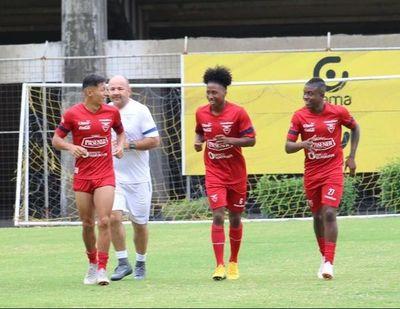 Selección de Ecuador viaja para amistosos