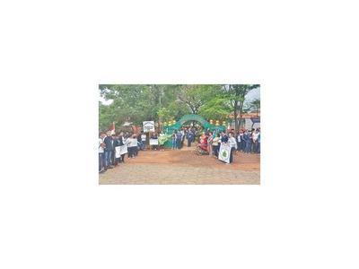 MEC no repone rubros y causa manifestación en Loreto, Concepción