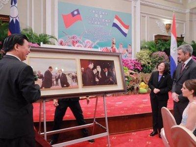En Taiwán homenajean a Marito con fotos de su papá y Stroessner