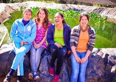 Jóvenes emprendedoras avanzan con proyecto de piscicultura