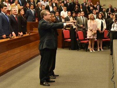 Congreso toma juramento a nuevos ministros de la Corte