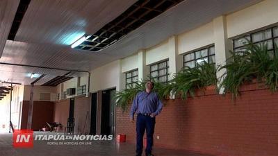 CIELORRASO  SE CAE A PEDAZOS EN LA ESCUELA REP. ARGENTINA EN MENOS DE DOS AÑOS