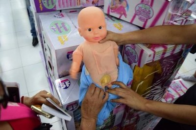 Contra venta de muñecas