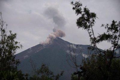 Volcán de Fuego entra en nueva fase eruptiva en Guatemala
